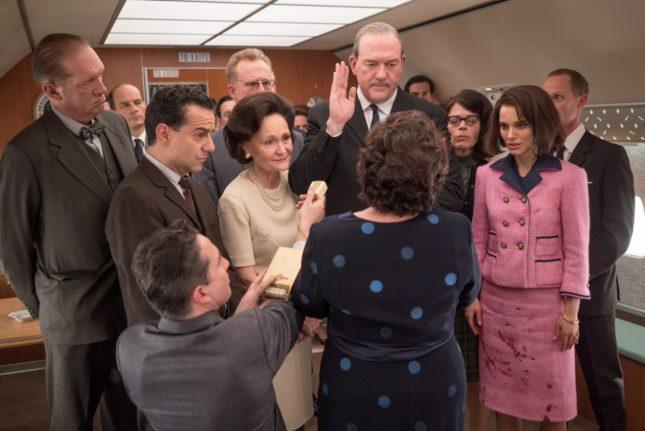 Natalie Portman, John Carroll Lynch, Max Casella e Beth Grant in Jackie
