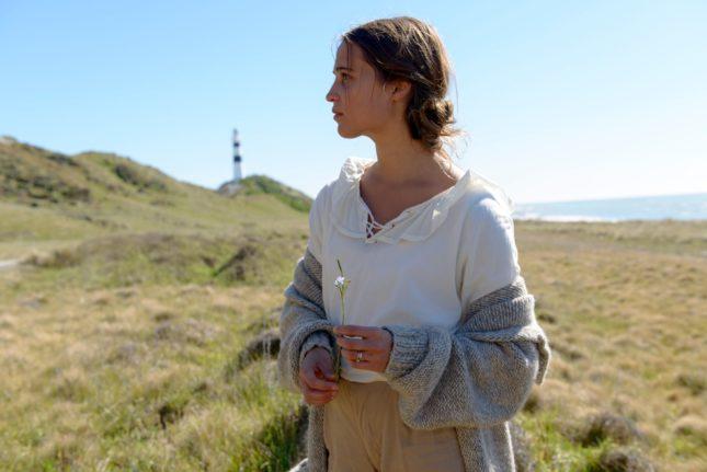 Alicia Vikander in La luce sugli oceani