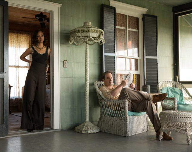 Ben Affleck e Zoe Saldana in La legge della notte