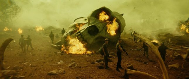 Tom Hiddleston e Thomas Mann in Kong: Skull Island