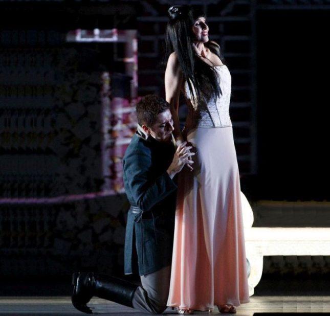 La regina di ghiaccio il musical: Turandot (Lorella Cuccarini) e il principe Calaf (Pietro Pignatelli)