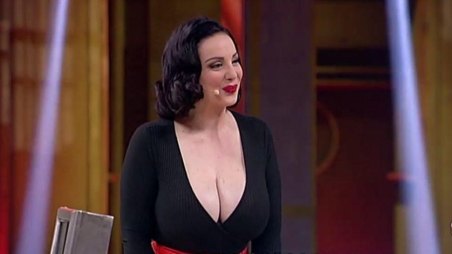 """Abbiamo incontrato Francesca Giuliano, la sexy maggiorata del noto programma """"Avanti un altro"""", nel ruolo della ragazza """"Pin Up"""" degli anni 50. Parlaci di te? Di me posso dire che […]"""