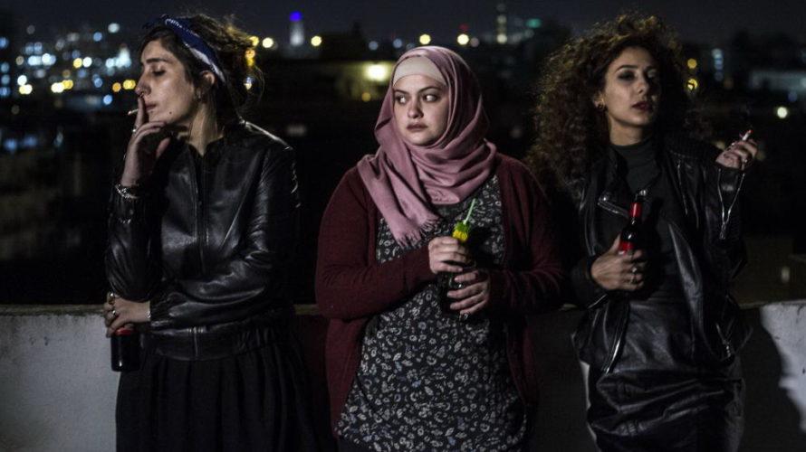 Libere, disobbedienti, innamorate è la storia di tre ragazze che vivono insieme a Tel Aviv, alla ricerca della loro strada. Tre ragazze a Tel Aviv Libere, disobbedienti, innamorate: in una […]