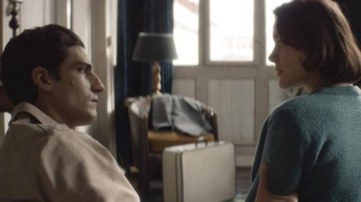 Mal di pietre: Gabrielle (Marion Cotillard) accanto al reduce di cui si è innamorata (Louis Garrel)