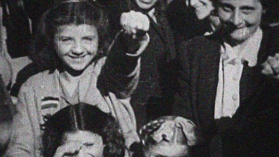 Libere è un documentario nel senso più vero del termine e racconta le vicende di un tenace gruppo di donne che, dalla Resistenza in poi, hanno dato un contributo importante […]