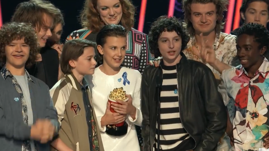 Agli MTV Movie & TV Awards 2017 trionfano i film La bella e la bestia, Scappa – Get Out e Il diritto di contare e la serie Stranger Things. Presentata dal poliedrico attore Adam […]