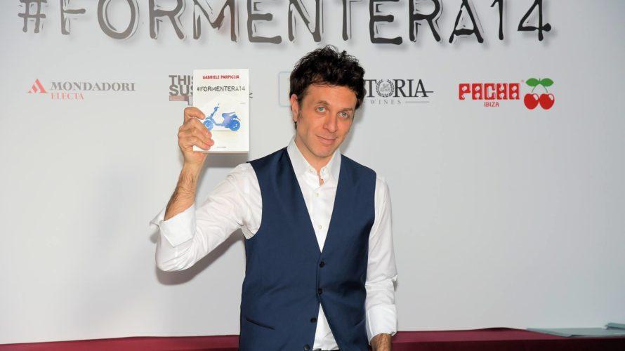 """Giovedì 25 maggio: Mondospettacolo non poteva non mancare alla presentazione del libro: """"Formentera 14 """" edito da Mondadori di Gabriele Parpiglia al locale The Room di Milano. Alfonso Signorini Nella […]"""