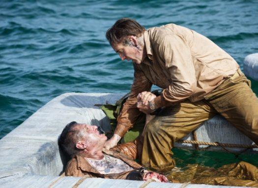 Tom Sizemore e Nicolas Cage in USS Indianapolis