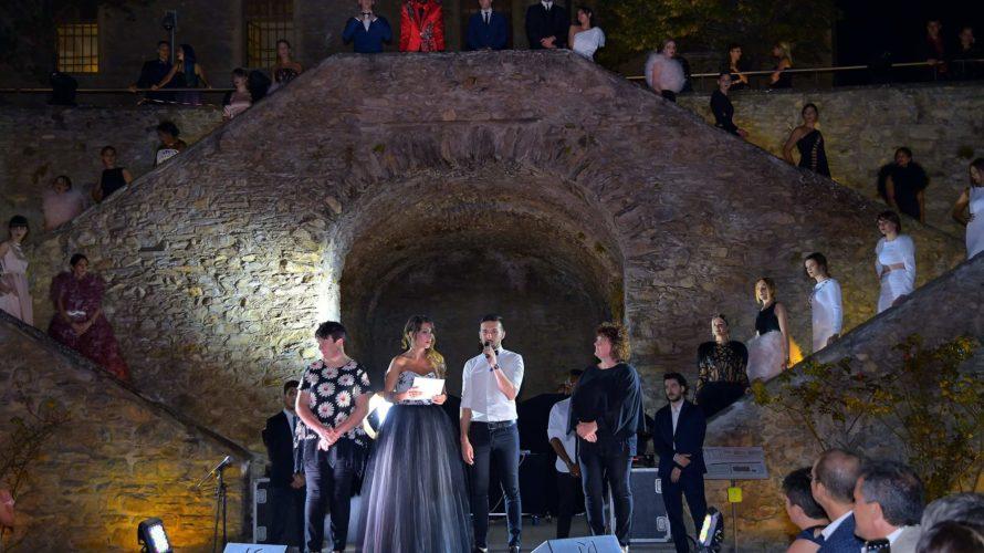 Nella splendida cornice del castello di Sarre si è svolto un favoloso defilè del fashion designer Fabio Porliod, reduce dai successi della Torino Fashion Week 2017. Ma con un background […]