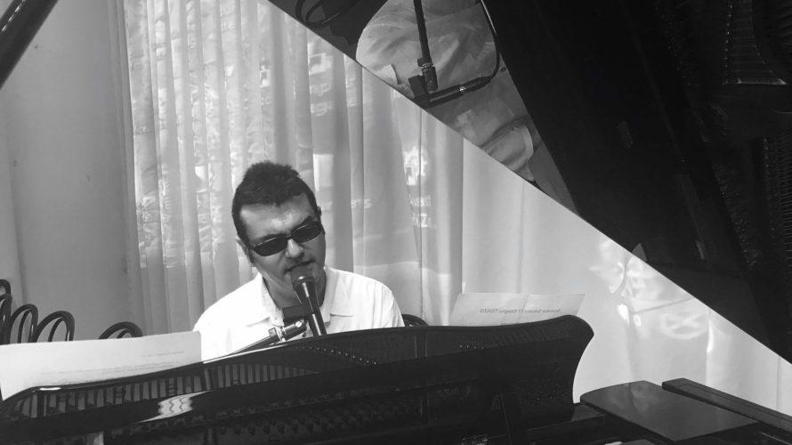 """Come e quando nasce Corrado Coccia…musicista, cantante o tutte e due le cose insieme? Artisticamente nasco alla tenera età di 13 anni componendo una canzone dal titolo """" A volte […]"""