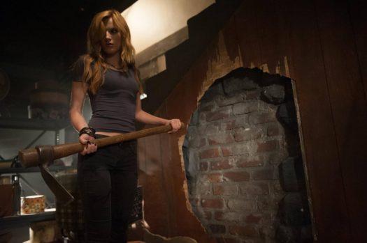 Bella Thorne in Amityville - Il risveglio
