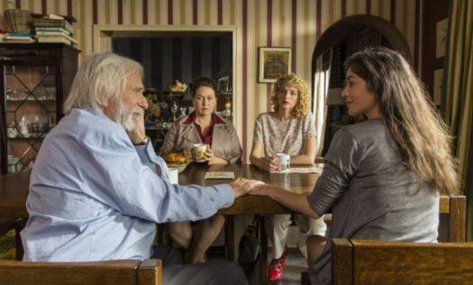 Un profilo per due: pioggia di equivoci tra Flora (Fanny Valette), Pierre (Pierre Richard) e la sua famiglia