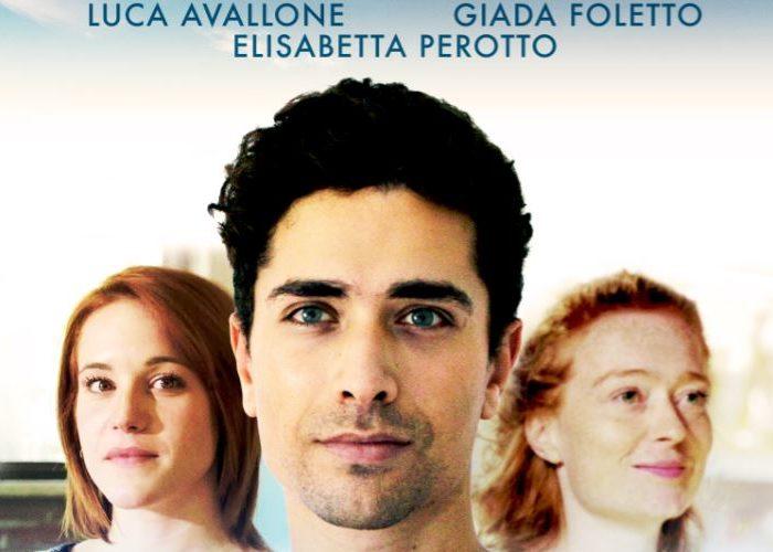 """Dopo """"Girotondo"""" e """" Ninna Nanna"""" Tonino Abballe continua il suo lavoro , stavolta insieme con Erika Marconi al suo debutto alla regia, portando sul grande schermo una commedia sentimentale […]"""
