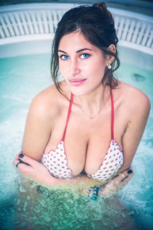 Elena Riz Calendario 2020.Elena Rizzello Una Sex Symbol Timida Mondospettacolo