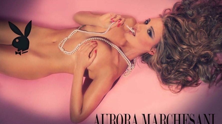Sono Aurora Marchesani, e non sono nuova alle collaborazioni con Enrico Ricciardi. Dopo essere stata inserita in un suo calendario qualche anno fa sono stata pubblicata più volte sulle copertine […]