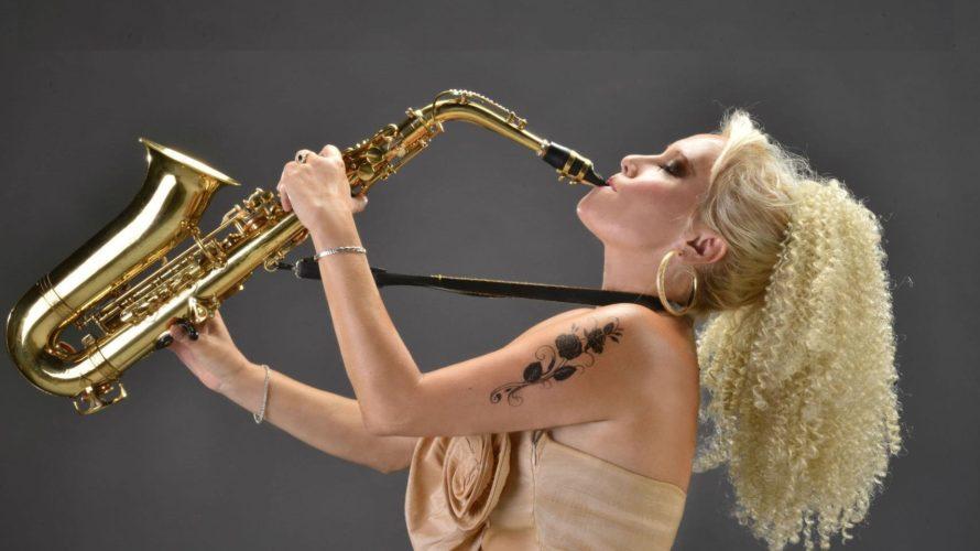 """La sax diva internazionale, foriera di un sensuale mix di lounge, pop e dance, ha da poco pubblicato il nuovo singolo """"Forever"""", il cui videoclip ha superato in poche settimane […]"""