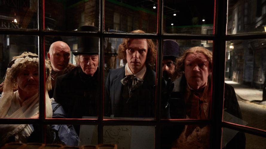 Dickens – L'uomo che inventò il Natale (The Man Who Invented Christmas) racconta il tortuoso viaggio che ha portato alla creazione del personaggio di Ebenezer Scrooge, del piccolo Tim e […]