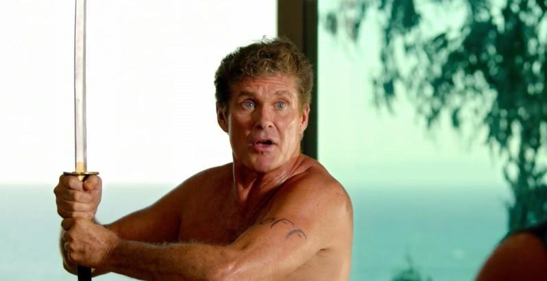 """Ormai divenuto icona di un certo star system hollywoodiano nato tra le glorie del caro tubo catodico anni Ottanta, David Hasselhoff è oggi un personaggio ritenuto a tutto tondo"""" cult"""", […]"""