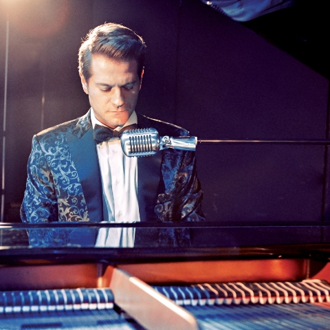 Il crooner e pianista italiano Stefano Signoroni propone una serata di grande emozione tra canzoni natalizie ricercate e brani conosciutissimi. Uno show 'con lo smoking', magnificamente cucito addosso a lui […]