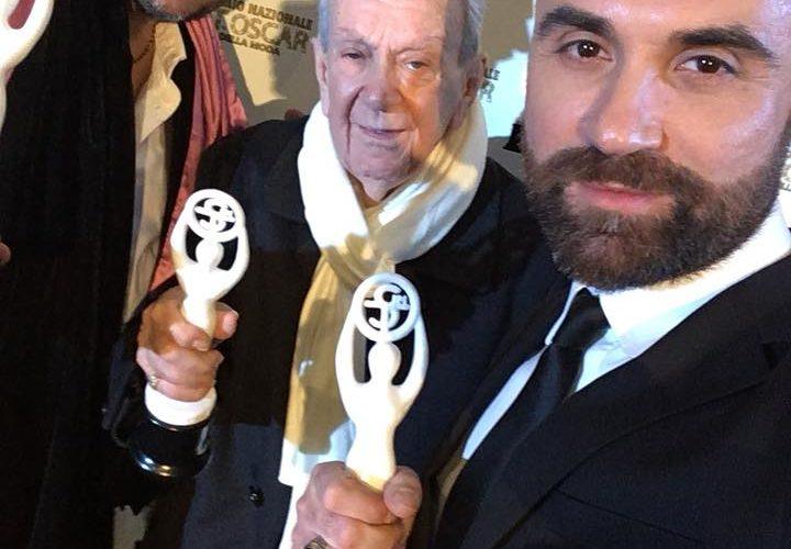Oscar della moda 2017 nella suggestiva location diPalazzo Caracciolo di Napoli. Alla consegna degli Oscar della moda, Mondospettacolo applaudivail costumista Silvio Laurenzi che ha ricevuto nella magica Napoli nei giorni […]