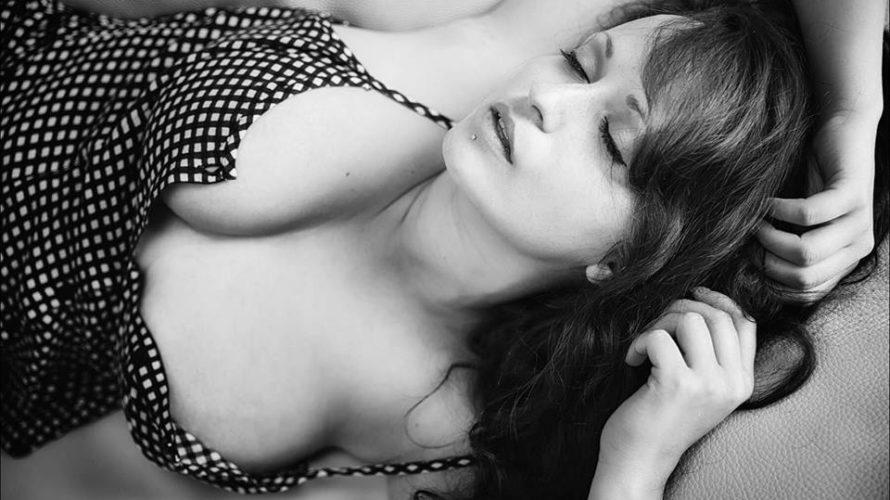 Vanessa Mariani è riuscita a farsi apprezzare come la regina dell'obiettivo, grazie alla sue forme e la sua sensualità, che la rendono sempre più seguita sui social. L'abbiamo intervistata per […]