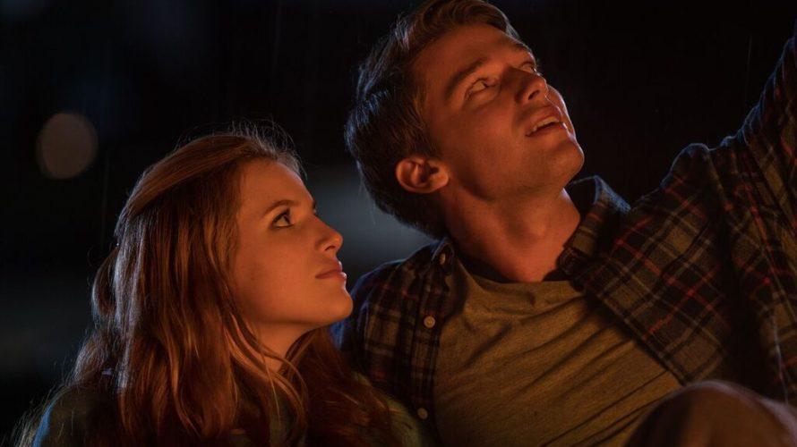 La diciassettenne Katie (Bella Thorne) è costretta fin da piccola a vivere nel buio della sua abitazione a causa di una rara malattia che rende per lei letale anche la […]