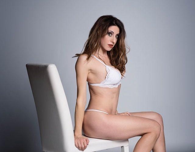 Genny Silvestrini, è una tra le fotomodelle Glam/Nude più fotografate. Nei suoi scatti esprime una sensualità di classe, mai volgare, ma sempre frizzante, le ho chiesto di inviarmi uno shooting […]