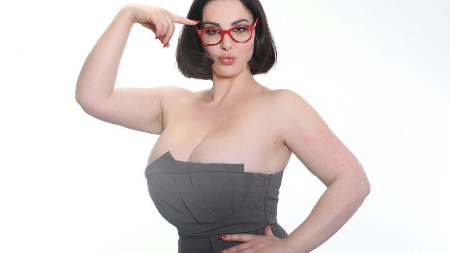 """Francesca Giuliano, 33 anni vive a Roma ma è nata in Francia a Cannes. La abbiamo ammirata in televisione nel programma di Bonolis """"Avanti un Altro"""" e oggi siamo qui […]"""