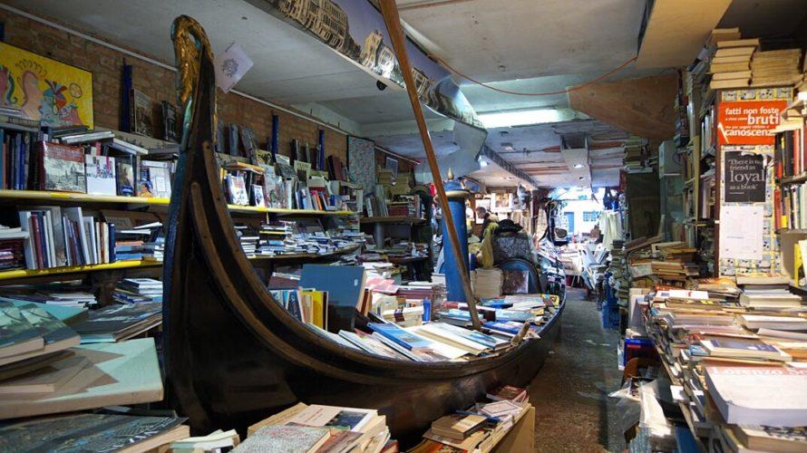 Lunedì 3 luglio. Da campo in Santa Maria Formosa giro l'angolo, mi trovo in una piccola piazzetta con un albero di fichi che fa da cornice all'ingresso della libreria. Alcuni […]