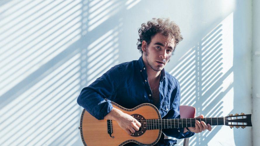 S'intitola Sconosciuti il nuovo singolo e video del cantautore romano Marco Greco, dal 6 marzo in radio e negli store digitali. Sconosciuti, brano già vincitore del Premio de Andrè 2016, […]