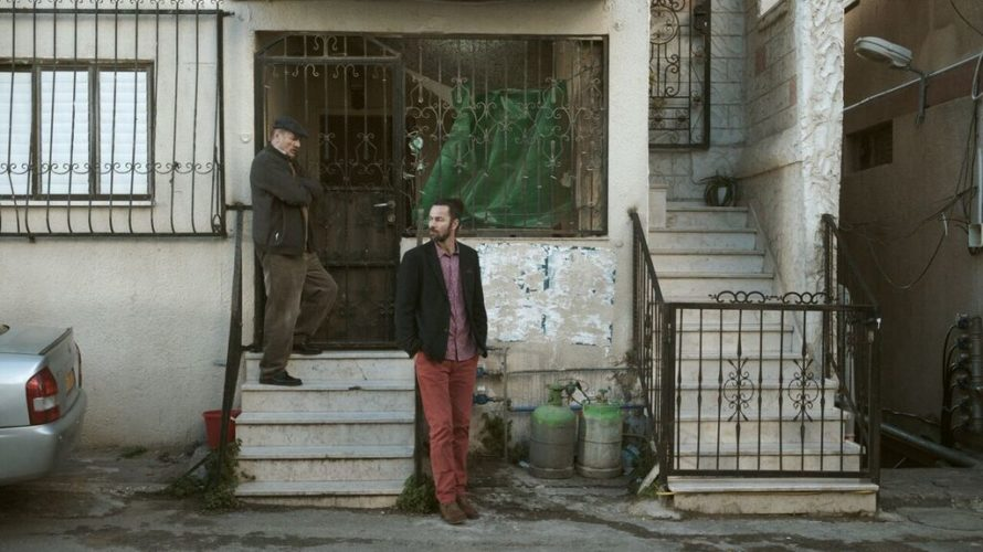 Shadi è un giovane palestinese che ora vive a Roma, lavorando come architetto. Torna nella città natale di Nazareth, a poche settimane dal Natale, allo scopo di aiutare il padre […]