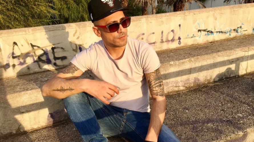 """Disponibile in tutti gli store digitali, esce """"Non ci penso"""" EP, il nuovo lavoro del rapper sardo Marco Piras meglio conosciuto come Wave MC. """"Non ci penso"""" è accompagnato dall'omonimo […]"""
