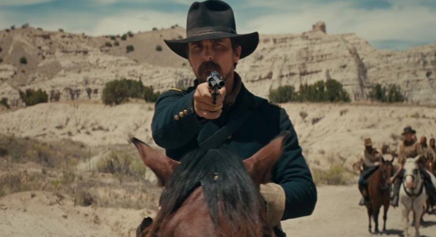 Si apre con una carneficina quasi scioccante a firma degli indiani Comanche e ci si butta di colpo e senza filtri in un mondo di violenza sanguinaria che non concede […]