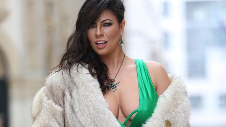 Fabiana Britto è la sensualissima ragazza Var di Quelli che il Calcio! La modella e Valletta VAR di Rai 2, è stata la protagonista di un favoloso servizio fotografico realizzato […]
