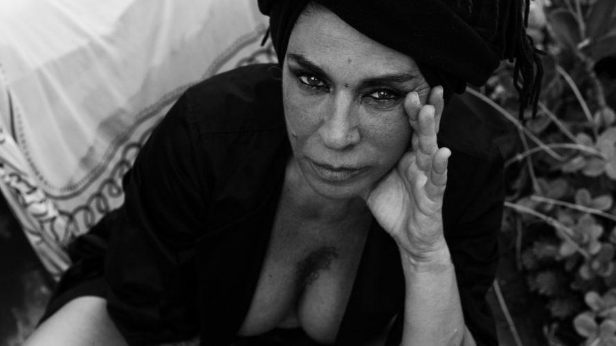 intervista a Pietra Montecorvino  Raccontare un simbolo di Napoli e della sua arte non è facile, vuol dire essere travolti da poesia e semplicità, dolcezza e aggressività, cortesia e […]