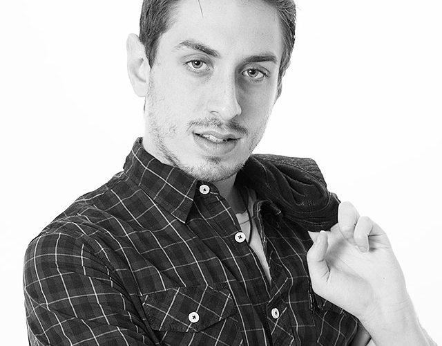 Intervista all'attore Fabrizio Cocoro, ha 25 anni e vive a Roma. La recitazione non è per lui solo una passione ma un arte per esprimere il suo talento. Parlaci di […]