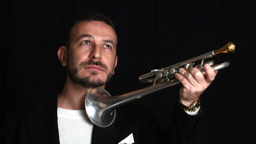 Luca Seccafieno, classe '75 ha iniziato gli studi musicali giovanissimo suonando prima il Pianoforte poi la Tromba presentandosi così in pubblico già a otto anni in qualità di trombettista in […]