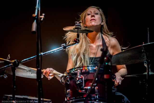 La terza via è il secondo album di Cecilia Sanchietti, come band leader e compositrice. Se nel precedente Circle Time del 2015, le composizioni avevano la propria ragion d'essere nel […]