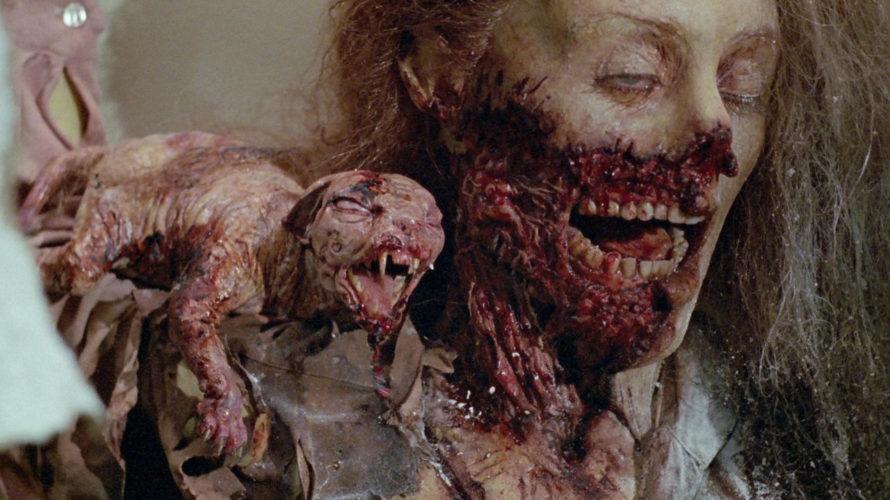 Tutti i fan dell'horror che, nei primi mesi del 1990, ne videro passare il trailer sulle emittenti televisive nazionali, non poterono fare altro che gioire nell'apprendere che due grandissimi maestri […]
