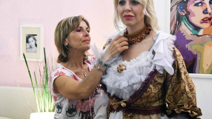 Amici di Mondospettacolo, oggi incontriamo Maria Colanieri, costumista per passione, curerà insieme alla suaamica Daniela Iaffei tutti i costumi dello spettacolo Viva Fersen. Ciao Maria, come è nata la tua […]