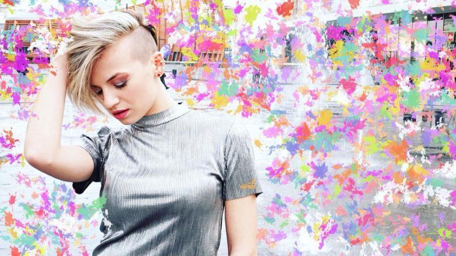 """Dal 25 Maggio arriva in radio e su tutte le piattaforme digitali, """"L'ODORE NELL'ARIA"""", Ontheset/Artist First, il nuovo singolo di Serena de Bari, che anticipa l'uscita del primo album di […]"""