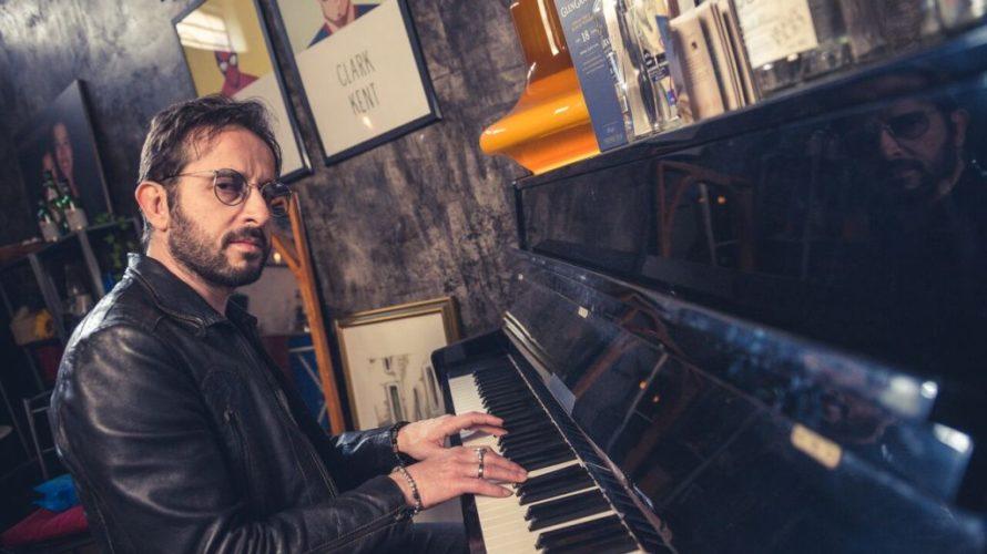 Fernando Alba, compositore e cantautore siciliano, classe 1978, cresciuto artisticamente a Roma, lavora da anni nel mondo della discografia e cinematografia, ricoprendo diversi ruoli sia tecnici che artistici. Ha debuttato […]