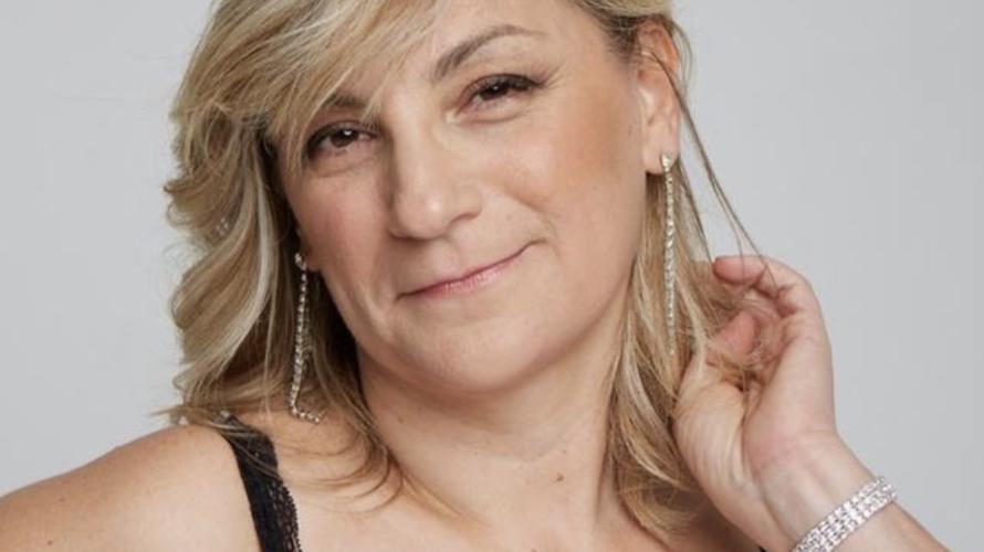 Intervista a Maria Rosaria Festa, una donna che ama lo spettacolo in tutte le sue forme. Parlaci di te? Mi chiamo Maria Rosaria Festa, ho 53 anni, sono nata a […]