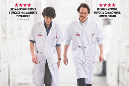 DopoMedico di campagna(2016), il regista Thomas Lilti ritorna dietro la macchina da presa per raccontare nuovamentela realtà ospedaliera francese con il film drammatico Ippocrate. Il giovane Benjamin (Vincent Lacoste) è […]