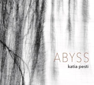 """Un disco introspettivo, invernale, senza tempo. Un disco che lascia liberi i suoni. Si intitola """"Abyss"""", a cura della pianista e compositrice Katia Pesti. L'invito all'ascolto è un invito al […]"""