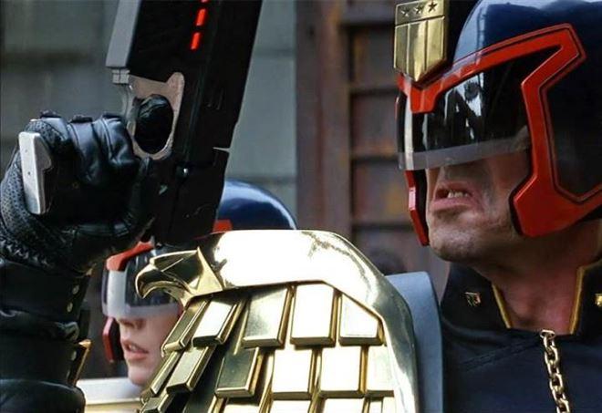Era la metà degli anni Novanta e la moda del cinefumetto, decisamente lontana dalla logica cinematografica diffusa qualche tempo dopo dalla Marvel, stava vivendo un periodo di pura tendenza generato […]