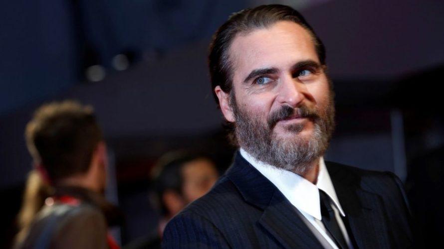 La Warner Bros. Pictures annuncia che Joaquin Phoenix sarà il protagonista della storia sulle origini di uno dei più famosi super-cattivi della DC, il Joker. Sotto la direzione di Todd […]