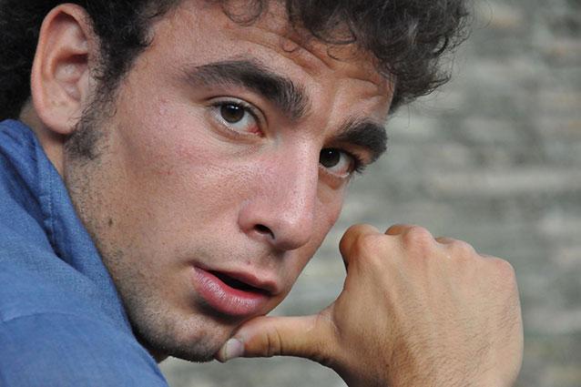 """S'intitola """"Abbiamo vinto noi"""" il nuovo singolo del cantautore romano Marco Greco. Il brano che sancisce un ulteriore passo verso l'album di debutto, è stato premiato durante l'ultima edizione della […]"""