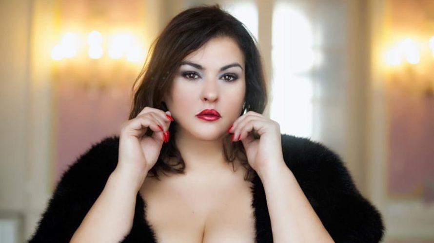 Simona Tassone è un'attrice, una curvy model e la testimonial italiana di un brand di moda Newyorkese. Attraverso la moda di Isaac Mizrahi, stilista e personaggio televisivo americano, Simona diffonde […]