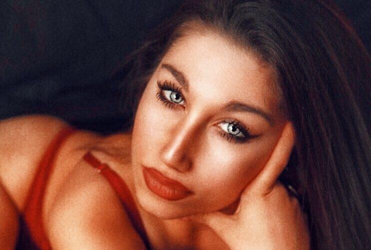Giulia Napolitano è una giovane fotomodella siciliana di 18 anni, nata a Caltagirone il 28 agosto del 1999. All'età di 17 anni ha iniziato a inseguire il sogno di fare […]